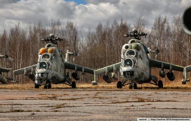 """Các phiên bản của trực thăng Mi-24 đã thể hiện sức mạnh và hiệu quả chiến đấu của mình trong nhiều cuộc xung đột trên thế giới như tại Afghanistan (1979-1989), Chadian-Libyan (1978–1987), Iran-Iraq (1980–1988)…. Tuy nhiên, vì vẻ ngoài không được """"bắt mắt"""" nên Mi-24 có biệt danh là Crocodile-Cá s"""