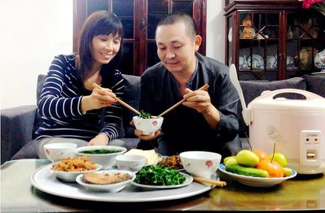 """Kết quả hình ảnh cho vợ chồng ăn cơm"""""""
