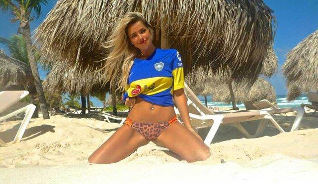 Solange Rivas mặc đồ Boca để cổ vũ CLB con cưng
