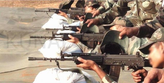 Hình ảnh được báo chí Trung Quốc cho là quân đội Ấn Độ đang được huấn luyện với loại vũ khí mới được cải tiến với độ chính xác cao hơn trước khá nhiều.