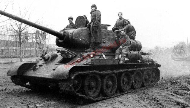 T-34/85 luôn dễ dàng thích nghi các địa hình khó khăn lầy lội