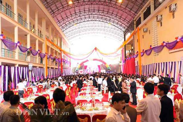 Đám cưới hoành tráng với cả ngàn thực khách của con trai lãnh đạo Sở điện lực Hà Giang.
