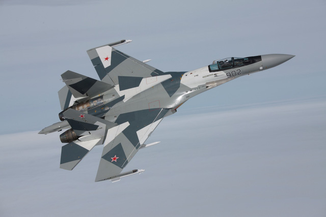 Su-35 được tin rằng có thể đối đầu với máy bay tàng hình F-22 của Mỹ