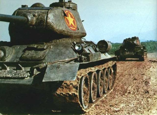 """Bài hát """"5 anh em trên một chiếc xe tăng"""" lấy ý tưởng từ những chiếc xe tăng T35/85 này"""