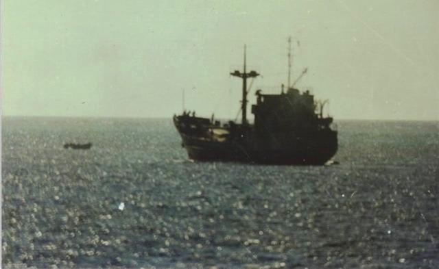 Tàu HQ-604 của Hải quân Nhân dân Việt Nam hoạt động ở vùng biển Trường Sa.