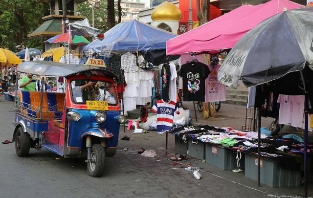 Hiện trường một vụ đánh bom ở Bangkok, Thái  Lan, khiến ít nhất 24 người bị thương.