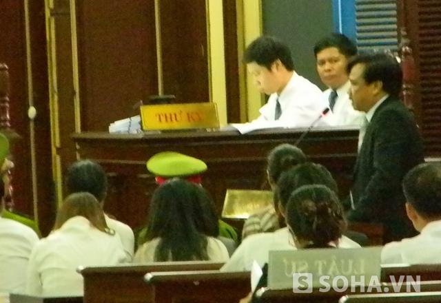 Các ý kiến bảo vệ của luật sư đều yêu cầu VietinBank phải chịu trách nhiệm về những khoản tiền mà Huyền Như đã chiếm đoạt