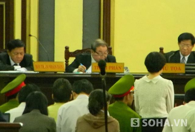 Có khi Huyền Như còn đề nghị với HĐXX không trả lời câu hỏi của luật sư vì cho rằng sẽ làm mất quyền lợi của bị cáo