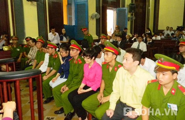 Huyền Như và các đồng phạm tại tòa