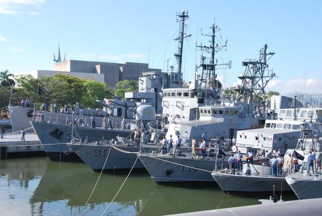 """Trong khi đó, Hải quân Philippines biên chế gần 100 tàu các loại nhưng chiếm số đông đều là tàu chiến """"cao tuổi"""", hỏa lực yếu ớt (không có tàu tên lửa)."""