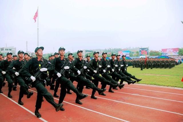 Khối chiến sĩ cảnh sát cơ động. Nguồn infonet