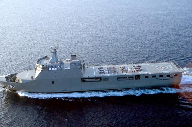 Phiên bản 2 (gồm 2 tàu mang số hiệu 592, 593) được thiết kế sàn đáp trực thăng rộng hơn, có thể mang theo 5 trực thăng