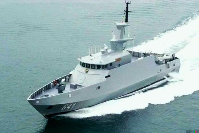 Không thể không nhắc đến một thành tựu của nền công nghiệp quốc phòng Indonesia là mẫu tàu tên lửa cao tốc KCR-40. Hiện nay hải quân Indonesia có 4 tàu loại này