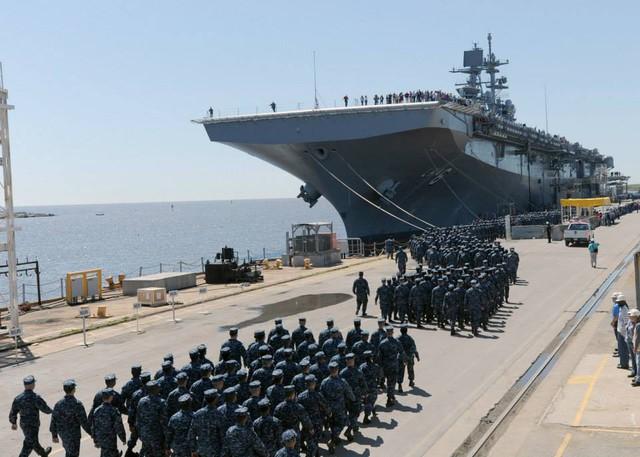 Tàu đổ bộ LHA 6 trong buổi lễ tiếp nhận