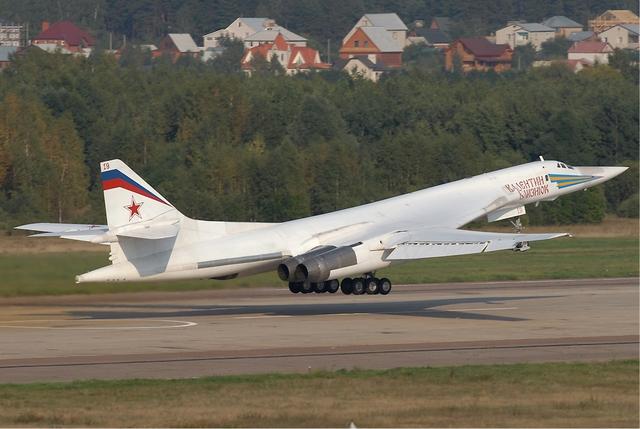 Máy bay ném bom chiến lược Tu-160 của Không quân Nga.