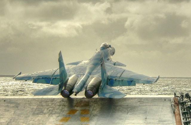 Tàu Đô đốc Kuznetsov chủ yếu trang bị tiêm kích hạm Sukhoi Su-33