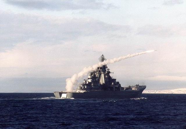 Tàu Peter Đại Đế phóng tên lửa phòng không OSA-M.