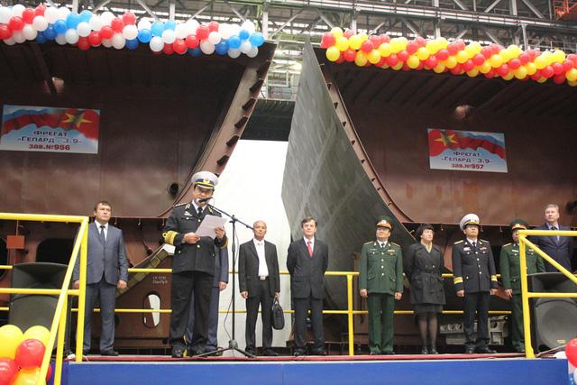 Buổi lễ đặt ky 2 tàu hôm 24-9-2013