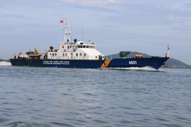 Tàu TT-400 của lực lượng cảnh sát biển.