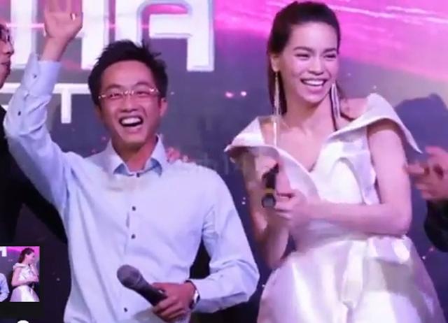 Cuối năm 2011, Cường đôla đã bất ngờ hòa giọng với Hồ Ngọc Hà ca khúc Tìm lại giấc mơ trong đêm nhạc tri ân của cô.