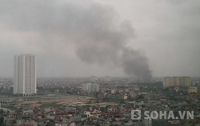 Đến 16h10 đám cháy đã được khống chế nhiều