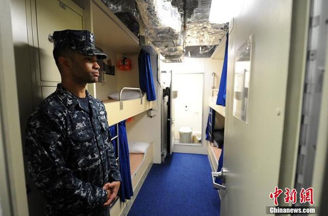 Khoang nghỉ ngơi của binh sĩ trên tàu