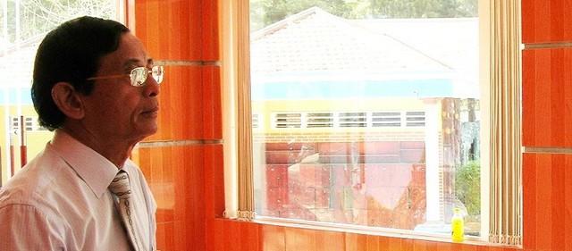Đại gia Lê Ân trong căn phòng trưng bày siêu giường