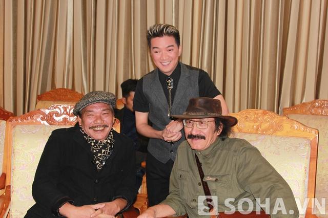 Mr Đàm và nhạc sĩ Trần Tiến có mặt từ rất sớm, khi chương trình chưa bắt đầu. Trong khi đó, Thu Minh và Bùi Anh Tuấn không đến tham dự Lễ trao giải bài hát yêu thích của năm.