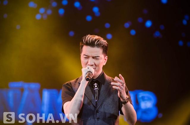Ban đầu, Đàm Vĩnh Hưng tỏ ra bất ngờ khi được yêu cầu hát lại ca khúc đã giúp anh giành chiến thắng.