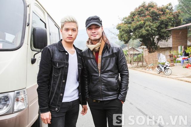 Vũ Phúc và Khải Anh trong chuyến đi từ thiện do báo Trí Thức Trẻ - Soha.vn phối hợp với công ty Nam Trường Sơn tổ chức.
