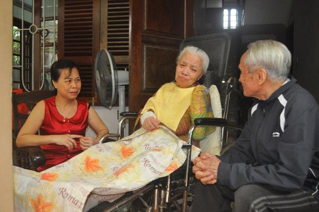 Ông cảm thấy rất vui mỗi khi có những người bạn, người cháu đến thăm gia đình.