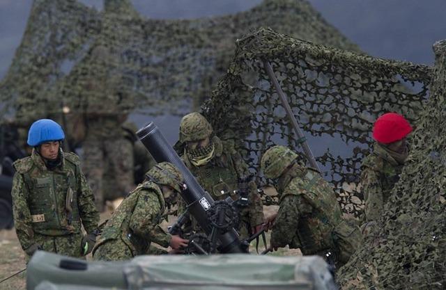 Lực lượng phòng vệ mặt đất Nhật Bản và lính thủy đánh bộ Mỹ tham gia cuộc diễn tập.