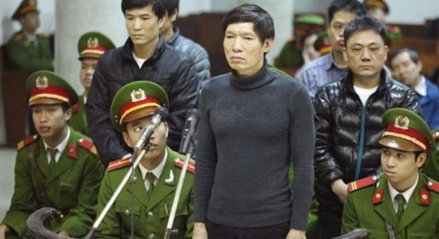 Ngày 7/1/2014, TAND TP Hà Nội mở phiên xét xử Dương Tự Trọng và 6 bị cáo khác về tội tổ chức cho người khác trốn đi nước ngoài (Ảnh: Dân việt)