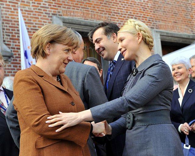 Bà Tymoshenko và Thủ tướng Đức Angela Merkel.
