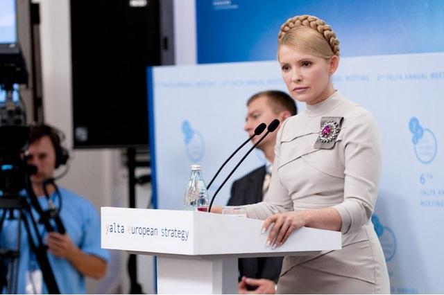Trong suốt những năm tháng nắm quyền, bà Tymoshenko lúc nào cũng xuất hiện đầy quyền uy và rất xinh đẹp, trang nhã.