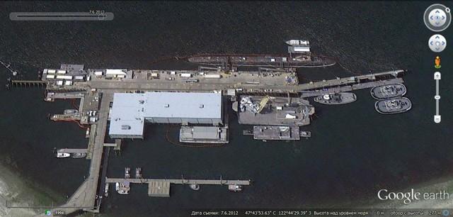 Trong Bộ ba hạt nhân của Mỹ, lực lượng hạt nhân trên biển có khả năng chiến đấu tốt nhất. Các chiến hạm của Mỹ thường hoạt động trên biển 60% thời gian của năm (tức là khoảng 219 ngày đêm/ năm), khác với các chiến hạm Nga chỉ dùng 25% thời gian của năm (91 ngày/năm) để tuần tiễu trên biển.