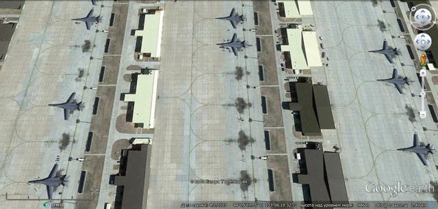 Ngoài ra, trong đội hình không quân Mỹ hiện có khoảng 50 máy bay B-1B, còn 12 chiếc dự bị. (Trong ảnh: Căn cứ không quân Ellsworth và các máy bay ném bom B-1B)