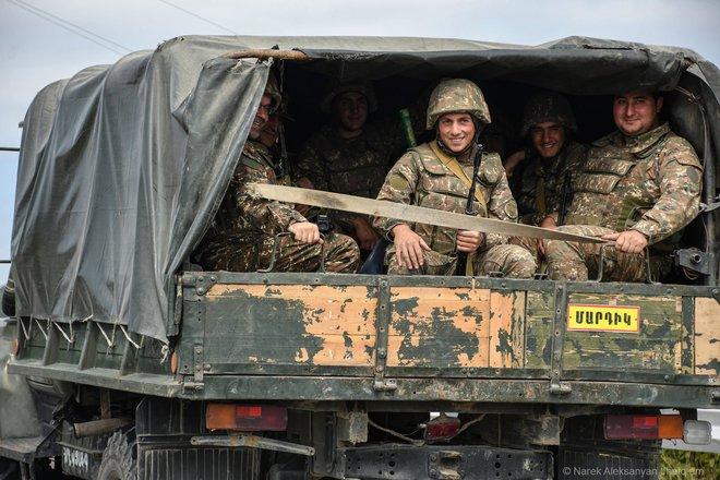 Chiến sự giữa Armenia và Azerbaijan ngày càng ác liệt - Tổng thống Nga Putin ra thông điệp khẩn - Ảnh 1.