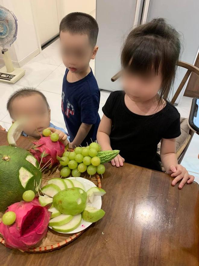 3 đứa trẻ ngơ ngác vì mâm cỗ trung thu mẹ làm, nhìn thành quả, dân mạng không thể nhịn cười - Ảnh 2.