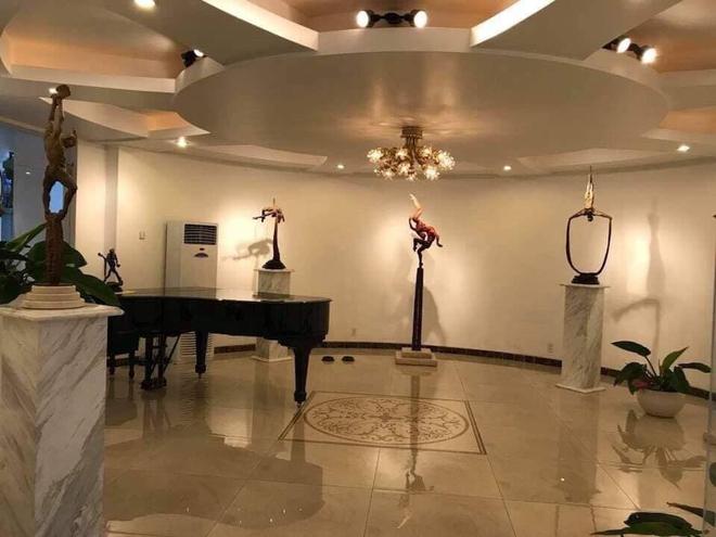 Bí ẩn chủ nhân biệt thự có đại sảnh rộng mênh mông ở Sài Gòn, rao bán với giá không tưởng - Ảnh 5.