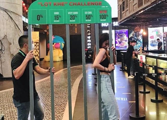 Hàng buffet lẩu ở Hà Nội tung chiêu: Giảm giá theo độ lùn của khách - Ảnh 2.