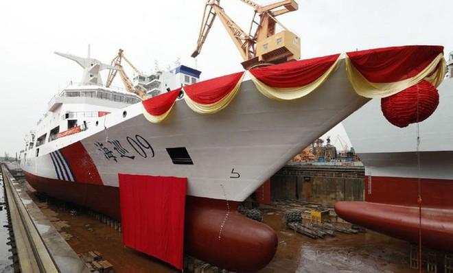 Tăng cường lực lượng trên Biển Đông, Trung Quốc hạ thủy tàu tuần tra khủng - Ảnh 2.