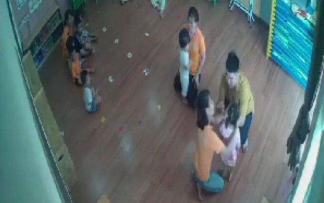 Vụ phụ huynh đánh trẻ mầm non ở Lào Cai: Gia đình có con bị đánh làm đơn gửi công an - Ảnh 2.