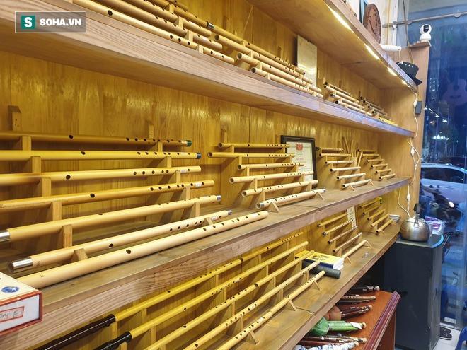 Chàng trai Nghệ An thi đại học 14 lần: Chủ 21 cửa hàng sáo trúc, mang ống hút tre sang trời Tây kiếm tiền tỷ - Ảnh 3.