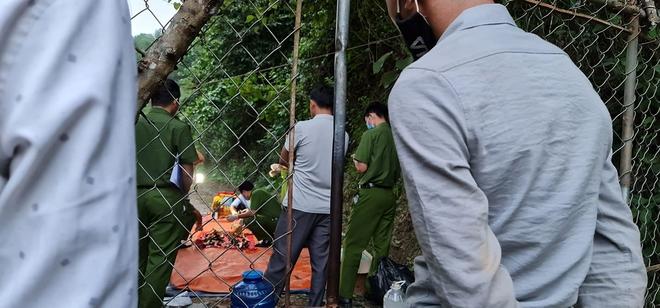 Phát hiện bộ xương người trong rừng keo, nghi là chủ nhân chiếc xe máy vô chủ 1 năm trước - Ảnh 3.