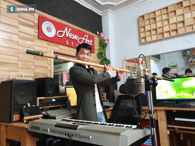 Chàng trai Nghệ An thi đại học 14 lần: Chủ 21 cửa hàng sáo trúc, mang ống hút tre sang trời Tây kiếm tiền tỷ - Ảnh 8.
