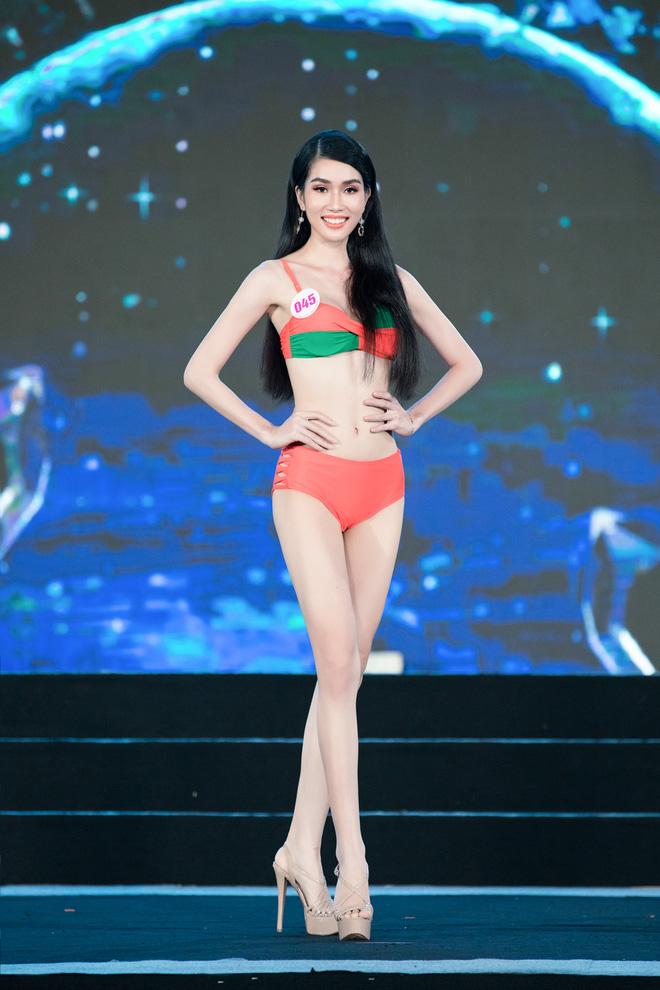Cận cảnh màn thi bikini nóng bỏng của các thí sinh đẹp nhất, lọt bán kết Hoa hậu VN 2020 - Ảnh 2.