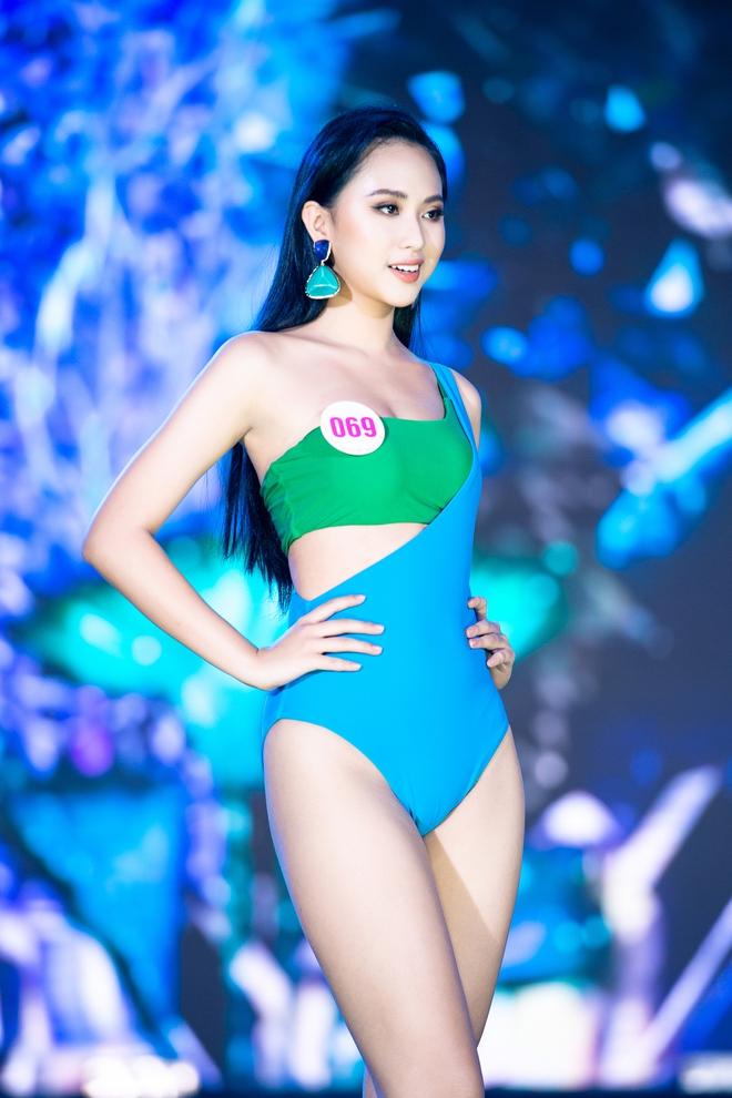 Cận cảnh màn thi bikini nóng bỏng của các thí sinh đẹp nhất, lọt bán kết Hoa hậu VN 2020 - Ảnh 6.