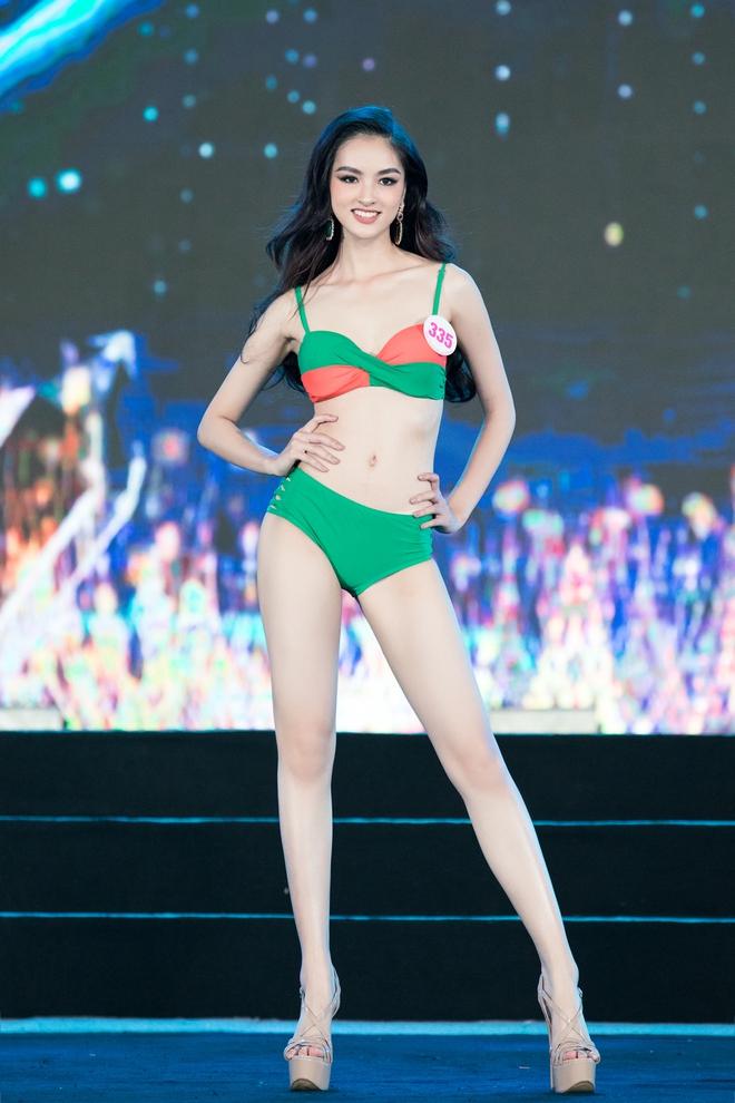 Cận cảnh màn thi bikini nóng bỏng của các thí sinh đẹp nhất, lọt bán kết Hoa hậu VN 2020 - Ảnh 5.