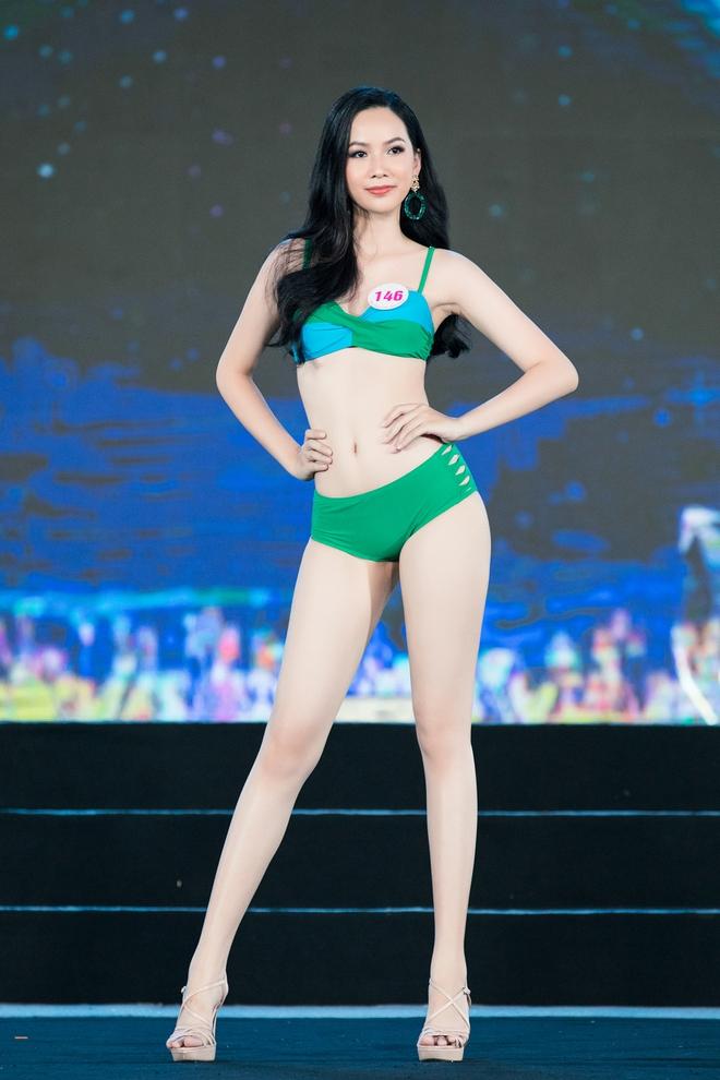 Cận cảnh màn thi bikini nóng bỏng của các thí sinh đẹp nhất, lọt bán kết Hoa hậu VN 2020 - Ảnh 9.